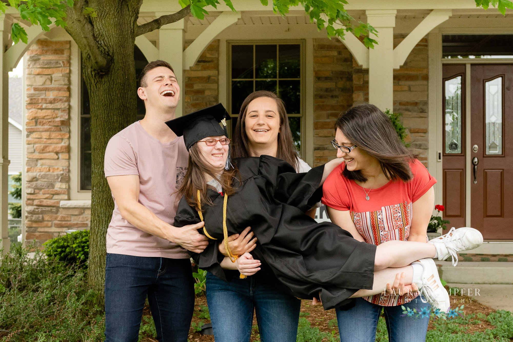 kane county graduation cap and gown photographer